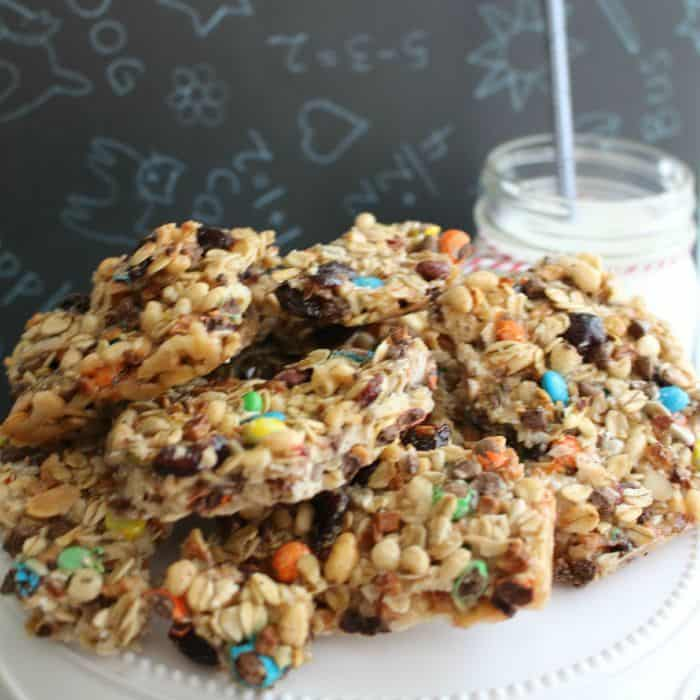 M&Ms and Raisins Granola Bars at Glue Sticks and Gumdrops