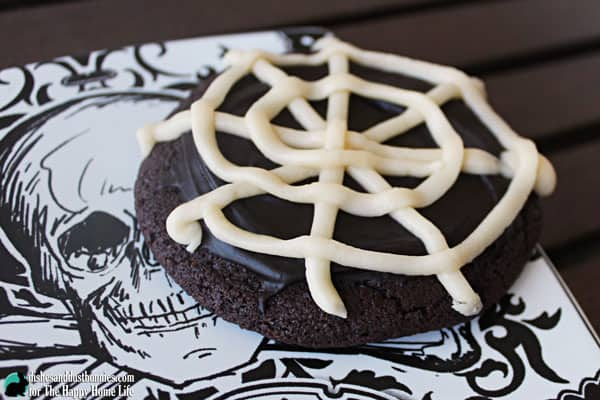 Try this Chocolate Spider Web Cookies this Halloween day! Simple and delicious to make your family are going to love these Halloween cookies.